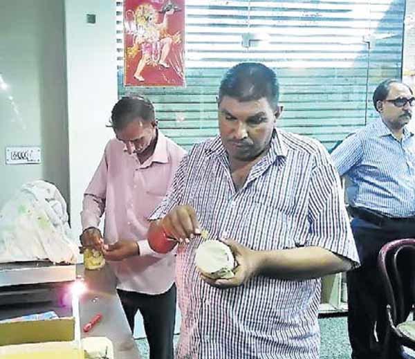 हरियाणा, UP, राजस्थान में सप्लाई होता था मिलावटी खोया, 55 सैंपल लेकर जांच को भेजे