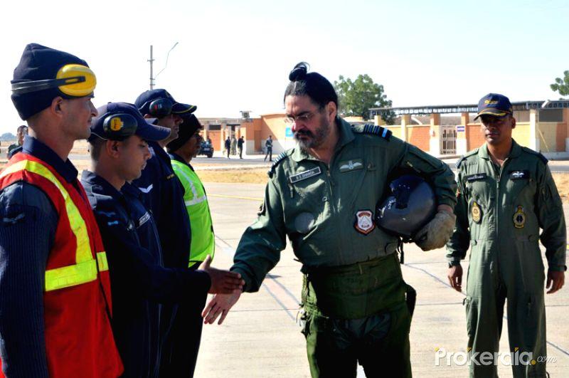 वायु सेना प्रमुख धनोआ ने बाड़मेर में उड़ाया मिग 21