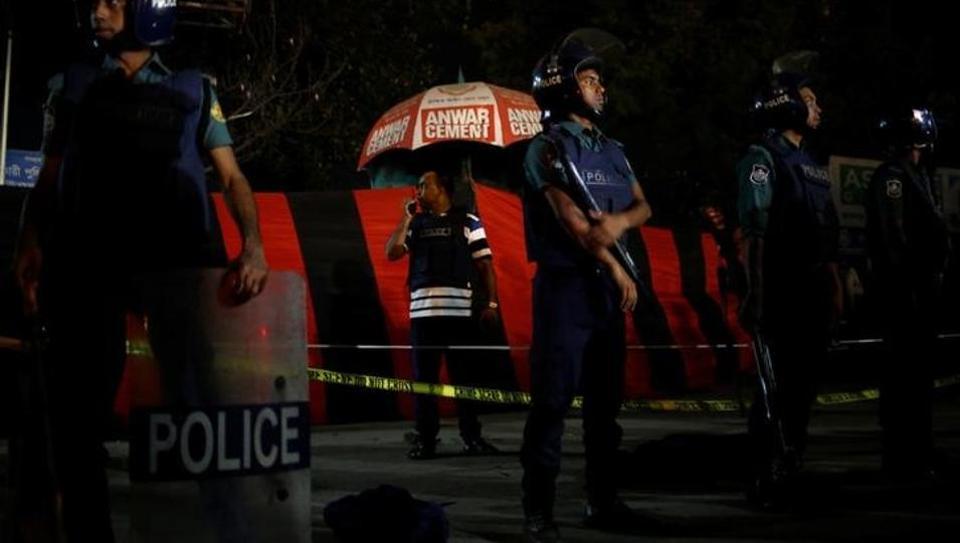 IS ने ली ढाका एयरपोर्ट पर आत्मघाती हमले की जिम्मेदारी