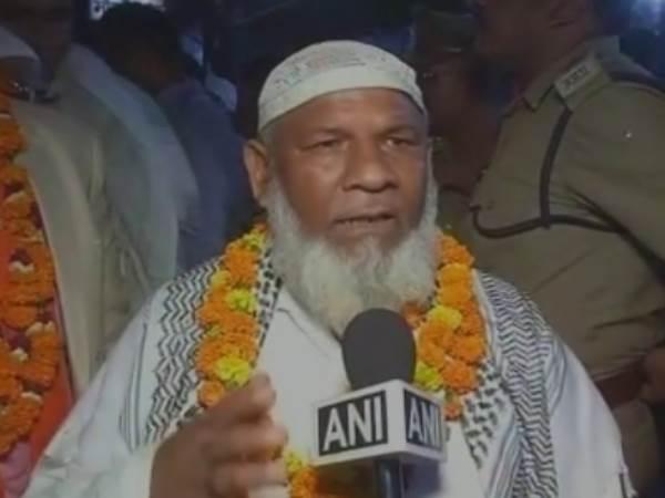 मुस्लिम कारसेवक एक ट्रक ईंट लेकर पहुंचे राम मंदिर बनाने