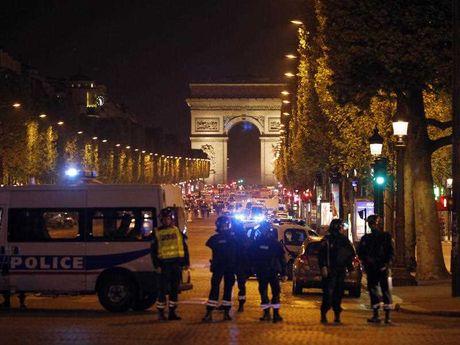 पेरिसः राष्ट्रपति चुनाव से पहले आतंकी हमला, ISIS ने ली ज़िम्मेदारी