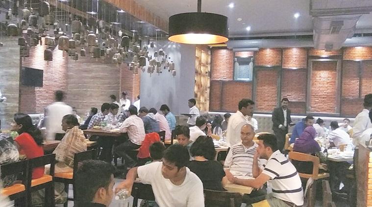 सरकार ने दिए निर्देश, जबरन सर्विस चार्ज नहीं वसूल सकता 'रेस्टोरेंट'