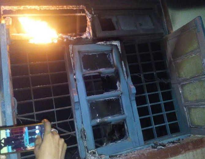 नक्सलियों ने मालगाड़ी को पहुंचाया नुकसान, स्टेशन फूंका