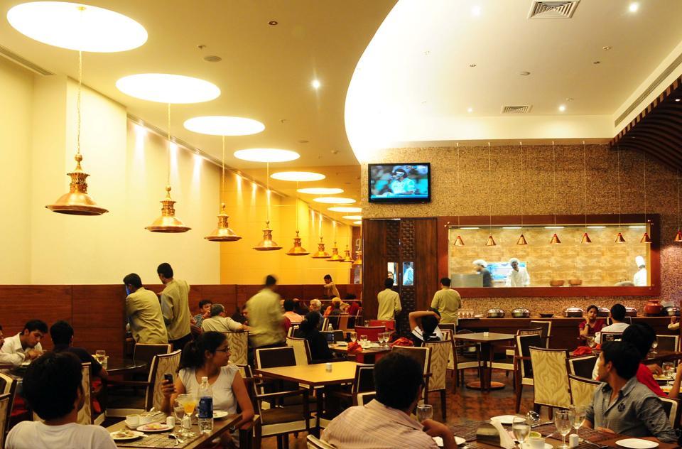 एसी रेस्टोरेंट के नॉन-एसी एरिया में खाने पर भी 18% GST