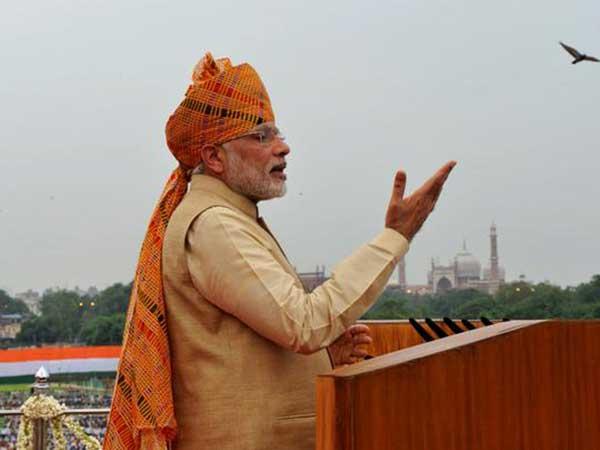 पीएम मोदी ने फहराया लाल किले पर राष्ट्रध्वज, देशवासियों को दी शुभकामनाएं