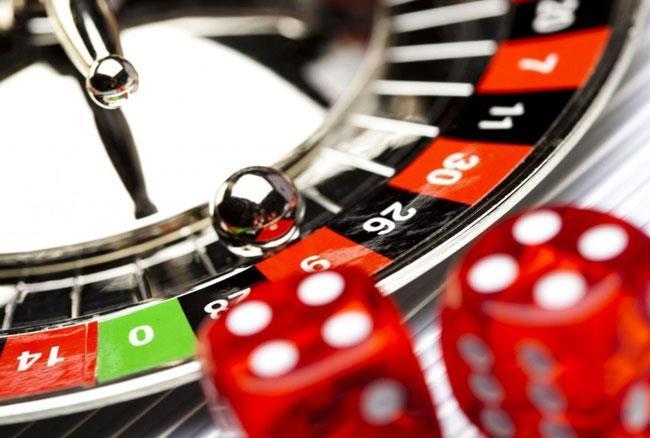 गुरूग्राम कैसिनो पर छापा, नोट गिनने वाली मशीन समेत 20 लाख से अधिक नकदी बरामद