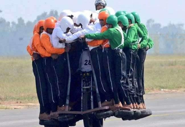 इंडियन आर्मी ने तोड़ा अपना रिकॉर्ड, 58 जवानों ने एक बाइक पर सवार होकर बनाया वर्ल्ड रिकार्ड