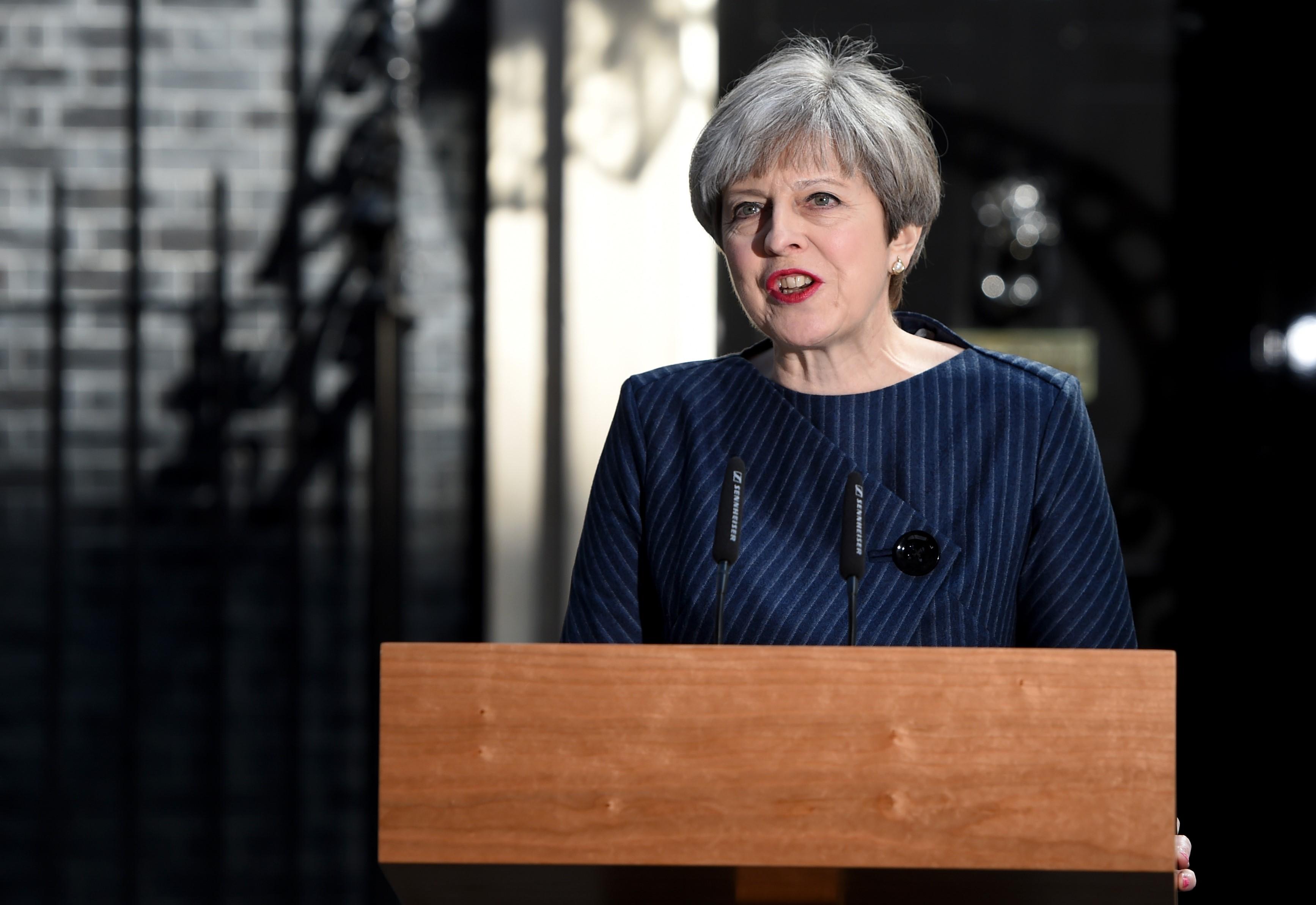 ब्रिटिश प्रधानमंत्री थेरेसा मे की हत्या की कोशिश नाकाम, दो आरोपी गिरफ्तार
