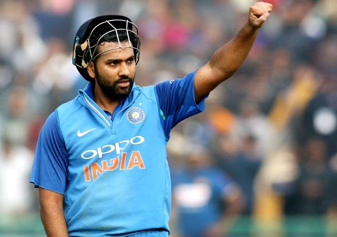 हिटमैन रोहित शर्मा ने वनडे क्रिकेट में पूरी की दोहरे शतकों की हैट्रिक