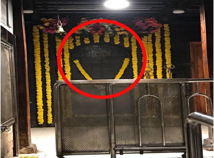 शिरडी मंदिर में उभरा साईं बाबा का चित्र, तस्वीर हुई वायरल