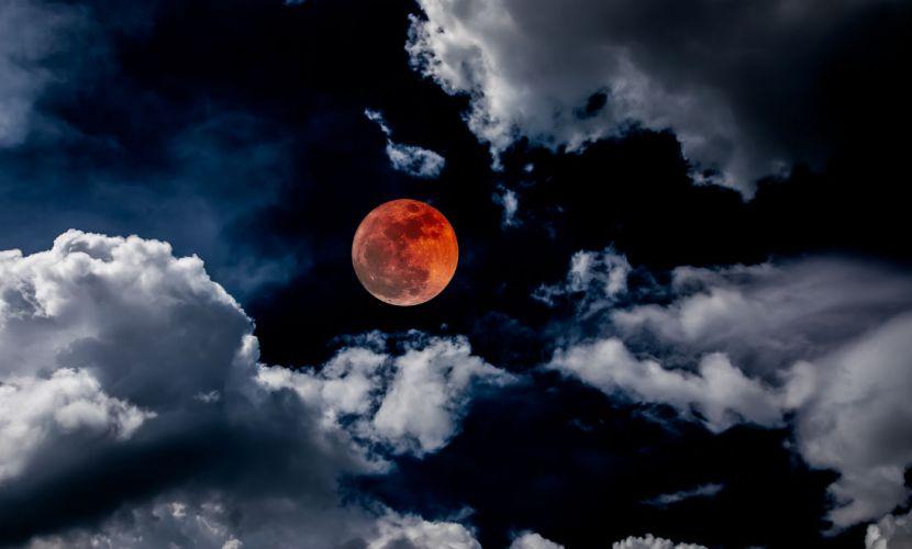 27 जुलाई को गुरु पूर्णिमा के दिन आज लगेगा सदी का सबसे लंबा चंद्रग्रहण