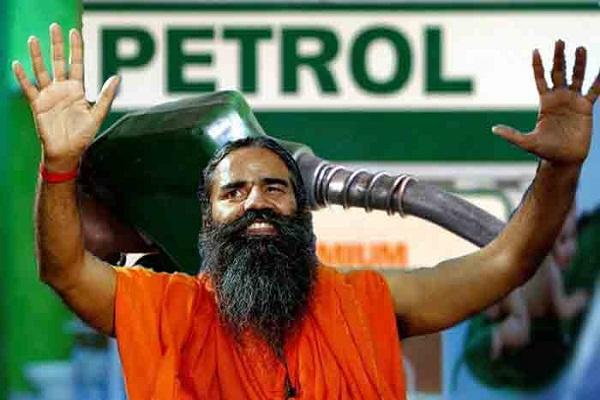 बाबा रामदेव का चौंकाने वाला दावा, कहा 35 से 40 रुपये में बेच सकता हूं पेट्रोल-डीजल