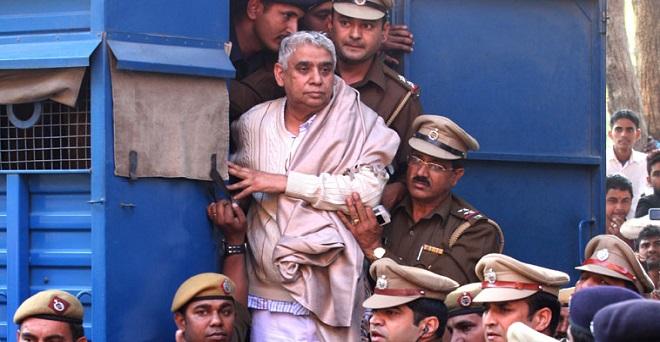 हिसार कोर्ट ने कथित संत रामपाल को सुनाई उम्रकैद की सजा, एक लाख जुर्माना