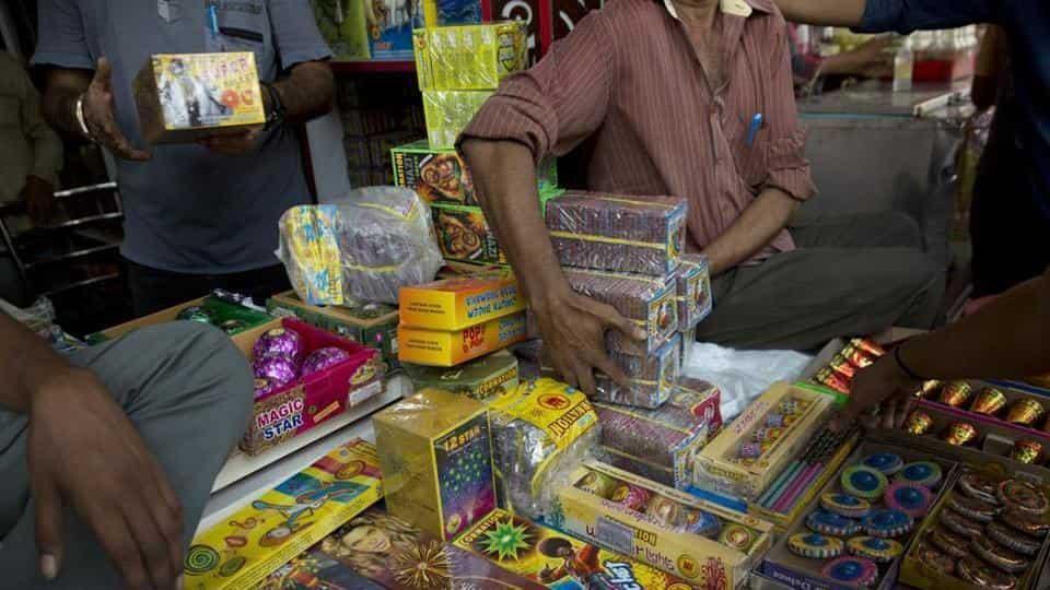 दिवाली पर पटाखे बेचने के लाइसेंस को लेकर हाईकोर्ट ने दिए कड़े निर्देश