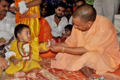CM योगी आदित्यनाथ के गोरखपुर दौरे का तीसरा दिन आज, 101 कन्याओं को कराया भोजन