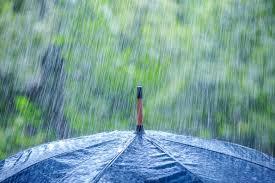 कहीं मुश्किलें तो कहीं आंनद, बारिश ने बदला लोगों का मुड