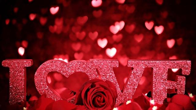 बदल गए प्यार के अंदाज, मौसम में भी छा रहा है प्यार का नशा