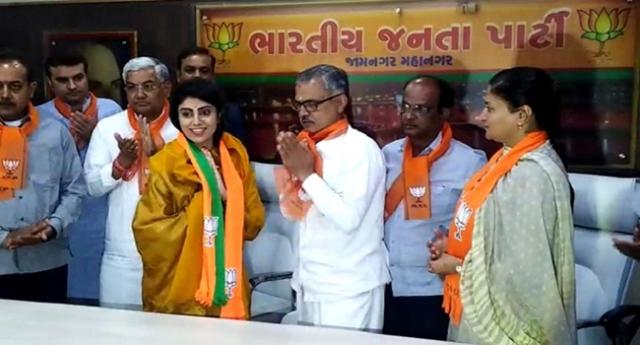 अब इस क्रिकेटर की पत्नी ने ज्वाइन की BJP, लोकसभा चुनाव लड़ने की अटकलें