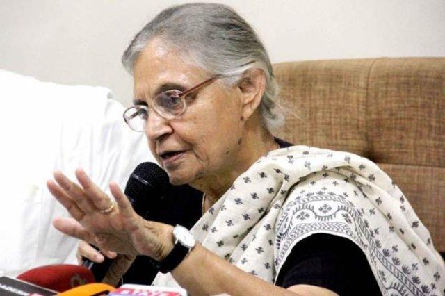 शीला दीक्षित ने स्वीकारा,'आतंक के खिलाफ मनमोहन सिंह का रुख PM मोदी जितना कड़ा नहीं था'