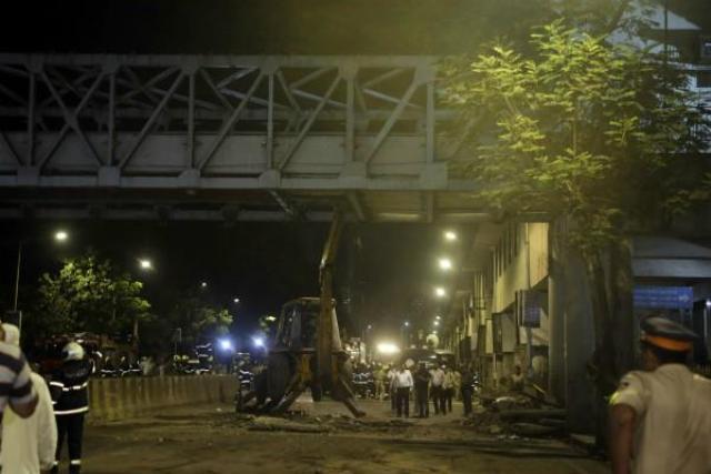 मुंबई फुटओवर ब्रिज हादसा: लाल बत्ती की वजह से बची कई लोगों की जान