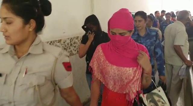 गुरुग्राम में सैक्स रैकेट का भंडाफोड़, 24 युवक-युवतियां गिरफ्तार