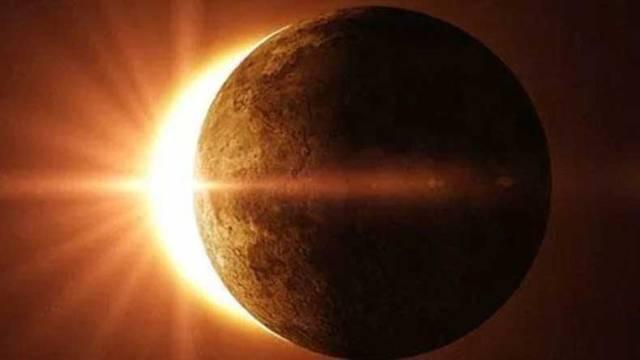 साल का दूसरा सूर्य ग्रहण आज, नासा करेगी पूर्ण सूर्य ग्रहण की लाइव स्ट्रीमिंग