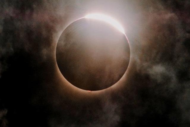 149 साल बाद बन रहा संयोग, गुरु पूर्णिमा पर चंद्रग्रहण का साया