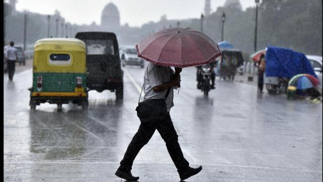 सावन के पहले दिन राजधानी दिल्ली-NCR में बारिश, तापमान में आई गिरावट