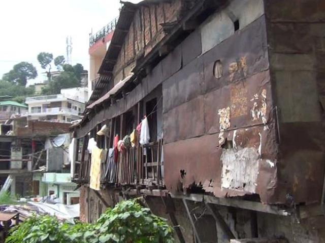 हिमाचल सरकार ने सोलन हादसे के बाद मांगी असुरक्षित भवनों की रिपोर्ट