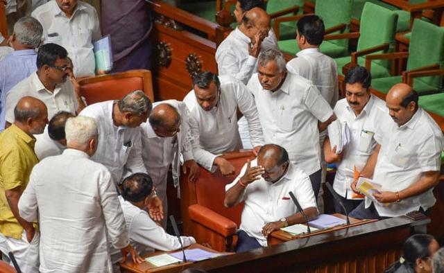 कर्नाटक सियासत: सुप्रीम कोर्ट का फैसला, विधायकों के इस्तीफे पर स्पीकर ले फैसला