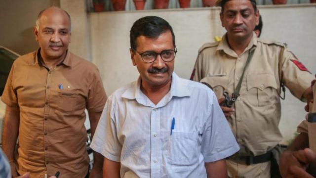 दिल्ली CM केजरीवाल का दिल्लीवासियों को तोहफा, कच्ची बस्तियां होगी वैध