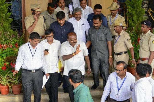 कर्नाटक सियासत: राजनीतिक उठा-पटक जारी, अब 22 जुलाई को होगा बहुमत परीक्षण