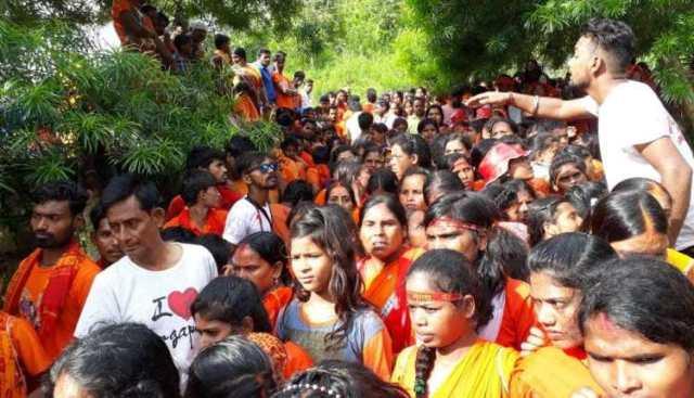 सावन का पहला सोमवार आज, श्रद्धालुओं की मंदिरों में लगी भारी भीड़