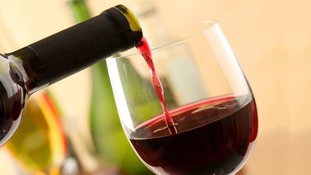 Red Wine पीने वालों के लिए खुशखबरी, करती है शरीर में ये फायदें