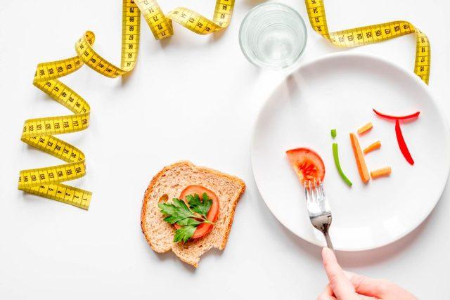 Dieting कर रहे है आप तो ध्यान रखें इन बातों का, न खाए ये चीजे