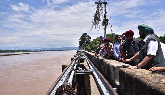 पंजाब के अलावा अन्य राज्यों में केंद्र ने भेजी बाढ़ से नुकसान का जायजा लेने के लिए टीम