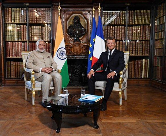 भारत को फ्रांस का साथ, राष्ट्रपति मैक्रों ने कहा आतंक से मिलकर लड़ेंगे, कश्मीर पर हो द्विपक्षीय बात