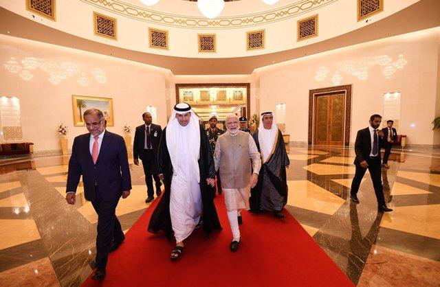PM मोदी पहुंचे संयुक्त अरब अमीरात, सर्वोच्च नागरिक सम्मान ऑर्डर ऑफ जायद से किया जाएगा सम्मानित