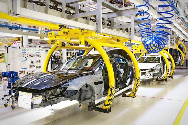 ऑटो सेक्टर में मंदी का कहर, लगातार 10वें महीने वाहनों की बिक्री हुई कम