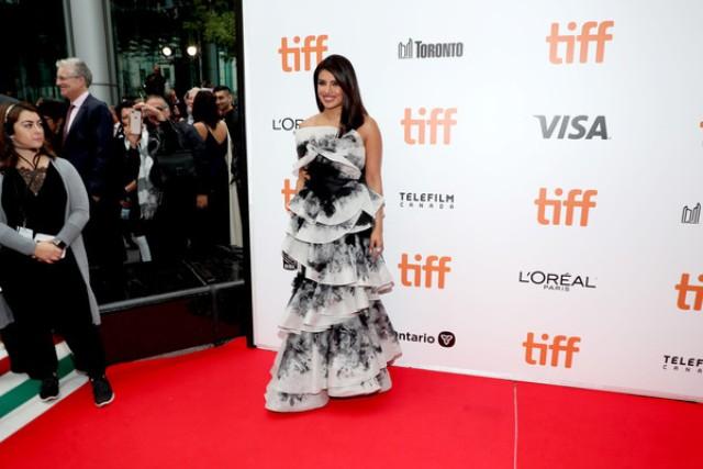 Priyanka Chopra ने बिखेरा टोरंटो इंटरनेशनल फिल्म फेस्टिवल में जलवा, तस्वीरे हुई Viral