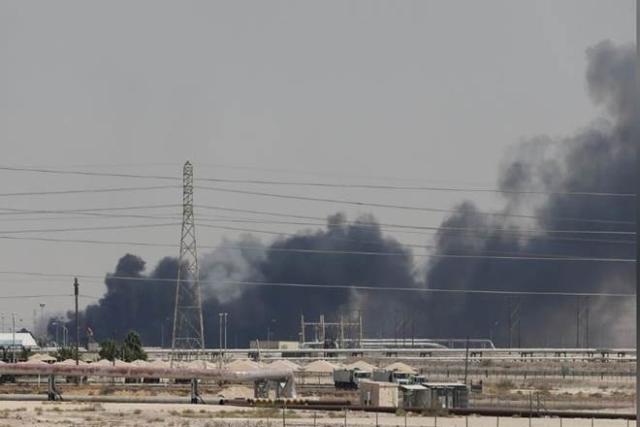 सऊदी के तेल संयंत्र पर हमले से तेल कीमतों पर हुआ असर, कच्चे तेल की कीमत में इजाफा