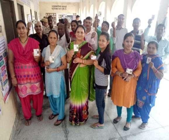 हरियाणा विस चुनाव: प्रदेश में मतदान जारी, 10 बजे तक मतदान में ये जिला सबसे आगे
