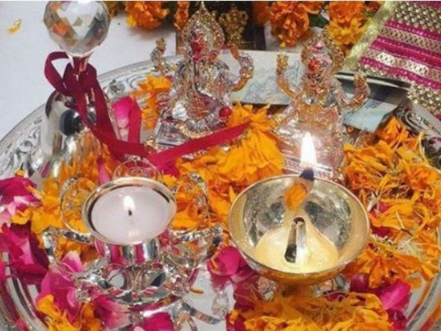 दीपावली के दिन जाने पूजा का शुभ मुहूर्त और कैसे करे पूजा