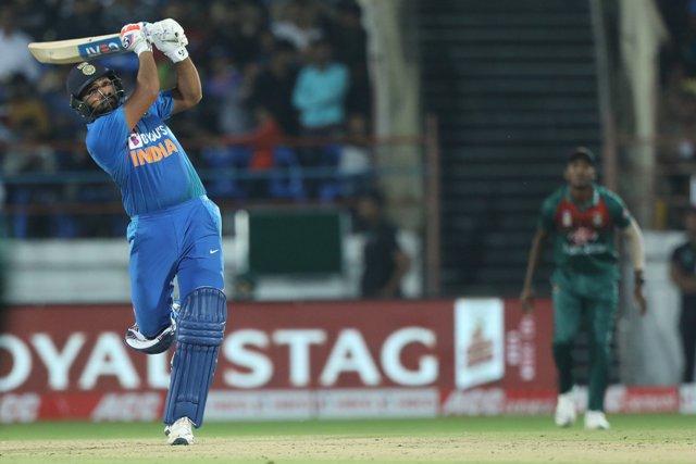 रोहित शर्मा की तूफानी पारी में बहा बांग्लादेश, पारी में जड़ दिए 6 चौके और 6 छक्के