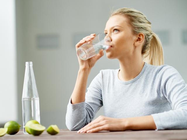 आखिर खाना खाने के बाद क्यों तुरंत नहीं पीना चाहिए पानी? ये होते है शरीर को नुकसान
