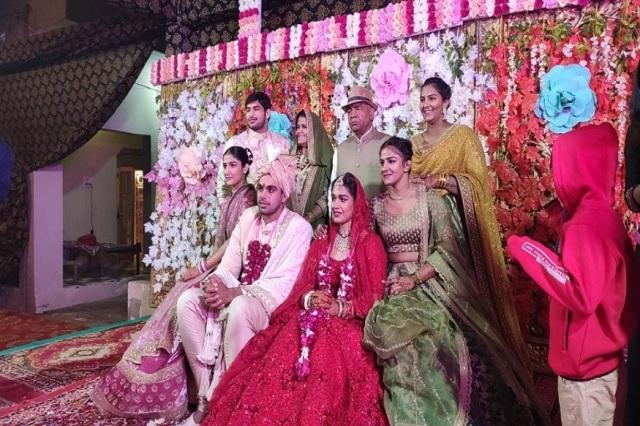 दंगल गर्ल बबीता फौगाट और भारत केसरी पहलवान विवेक सुहाग की हुई शादी, लिए 8 फेरे