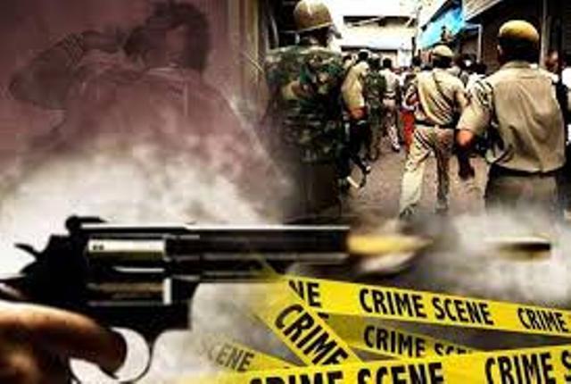 इनामी बदमाश और दिल्ली पुलिस के बीच मुठभेड़, ईनामी फरार, साथी गिरफ्तार