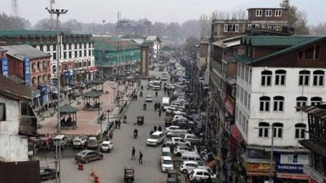 कश्मीर में नजरबंद चार और कश्मीरी नेता रिहा, दो दिनों में 9 नेता किए रिहा