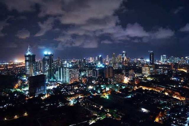 मुंबई में 24 घंटे खुले रहेंगे मॉल और होटल, कैबिनेट की मिली मंजूरी