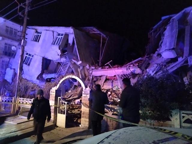 भूकंप के झटकों से दहला तुर्की, 18 की मौत, 200 से ज्यादा घायल